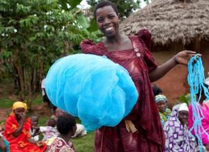 pace-ugandan-woman-receives-net